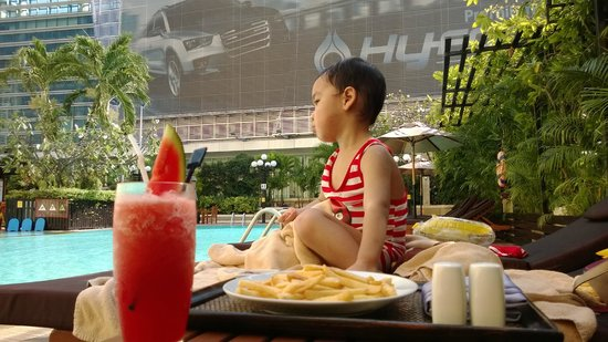 Novotel Bangkok on Siam Square : Pool snacks, yummy
