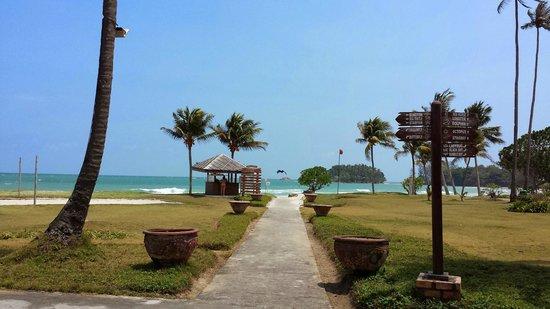 Nirwana Gardens - Mayang Sari Beach Resort : Entrance to the beach