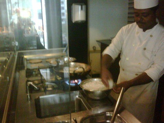 Peppermint Hotel : Chef in Restaurant