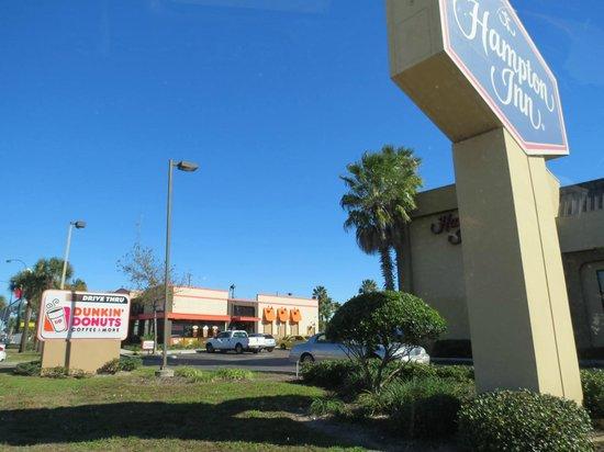 Hampton Inn Orlando - Florida Mall : ótima localização