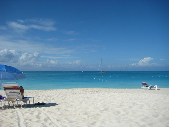 Caribbean Paradise Inn: beach short walk