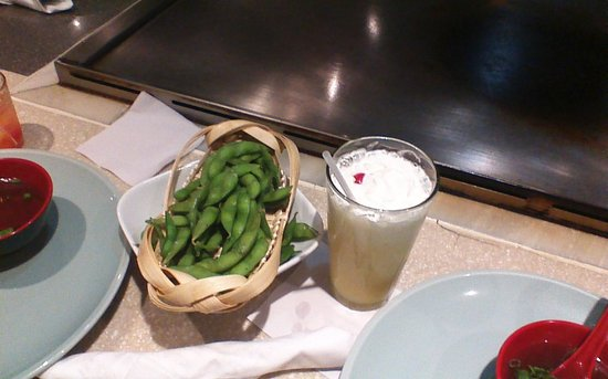 Ichiban Japanese Teppanyaki & Sushi - Caguas: edamame y smoothie de parcha o maracuya