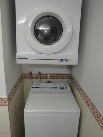 Auckland Waterfront Serviced Apartments: Washer and Dryer! very convenient.