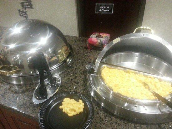 Drury Inn & Suites St. Louis Fenton: Dinner -- yummy macaroni & cheese