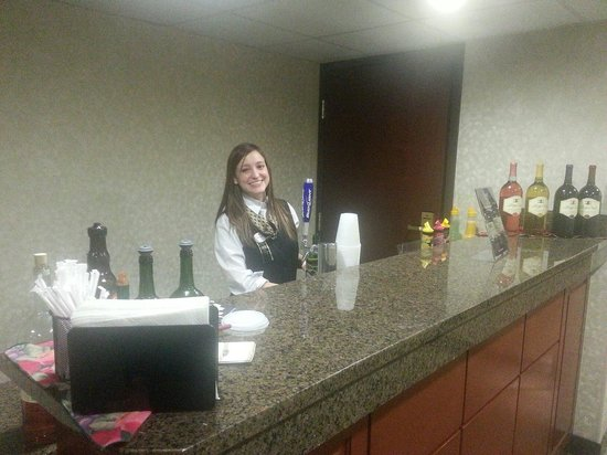 Drury Inn & Suites St. Louis Fenton : Bartender for the alcoholic drinks