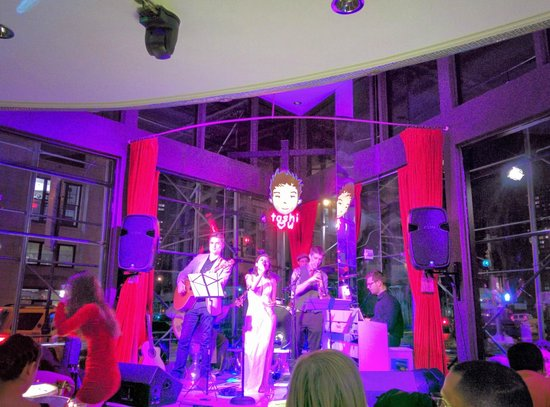 Flatiron Hotel: Toshi's Livingroom with live jazz.