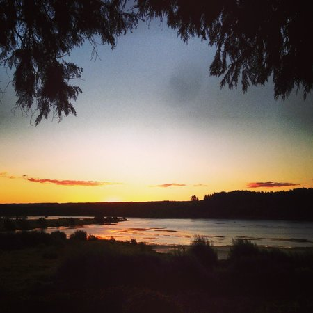 Kohutapu Lodge & Tribal Tours: Sunset on the lake