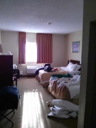 Days Inn Colorado Springs Airport: Room on main floor