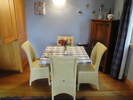 Kamahi Cottage : Dining area