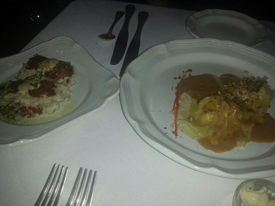 Newmans at 988: Crab cakes and lobster ravioli