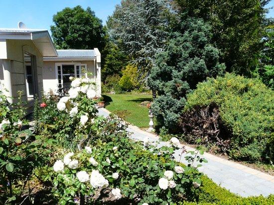Mira Monte Bed and Breakfast: Looking at Garden room