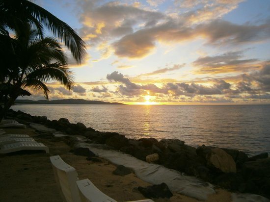 Sonaisali Island Resort Fiji: Example of the beautiful Sunsets near the pool area
