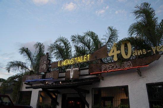 L'Houstalet Restaurant: Outside of the restaurant
