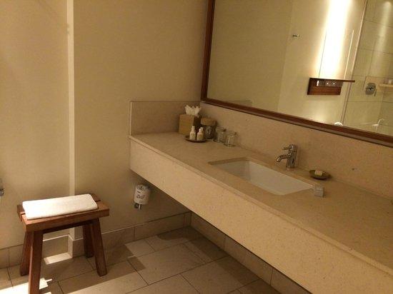 Hotel Vitale, a Joie de Vivre hotel: Pretty bathroom