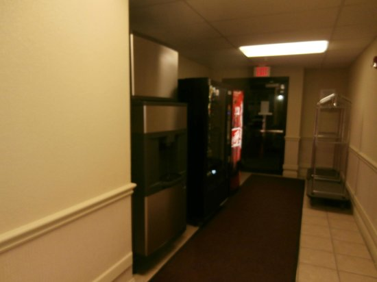 Wichita Inn West: Vending area
