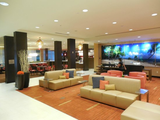 Courtyard by Marriott Miami Homestead : Open bright lobby