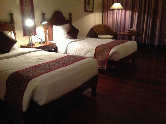Savoy Hotel Yangon: bedroom