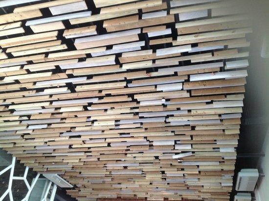 TS Suites Leisure Seminyak Bali: ceiling