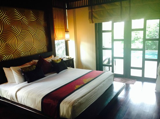 The Elements Krabi Resort: Lit de la villa pool