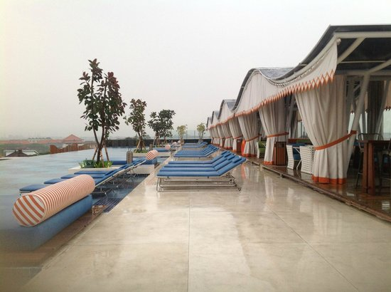 TS Suites Leisure Seminyak Bali: pool