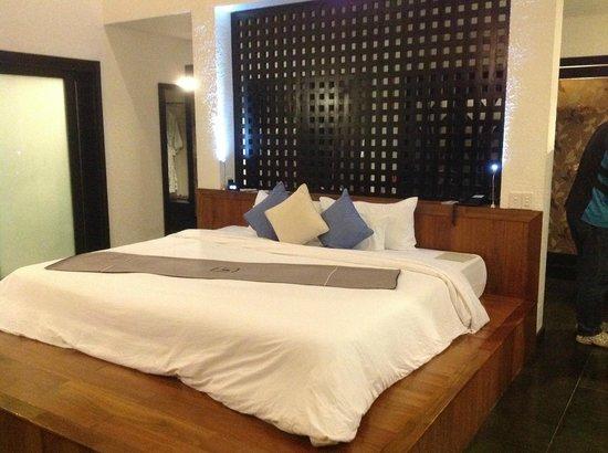 Vedana Lagoon Resort & Spa: Huge bed - Villa 2...so comfortable