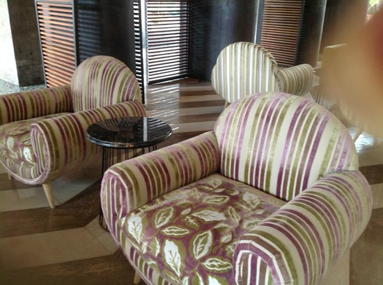 TS Suites Leisure Seminyak Bali: Foyer