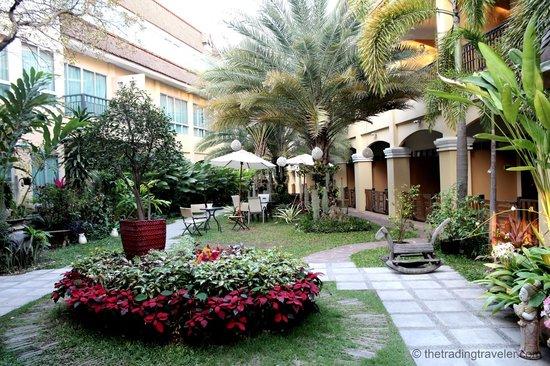 Piman Garden Hotel: Beautiful gardens