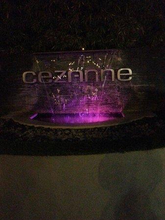 Cezanne Hotel: L'entrée de l'hôtel