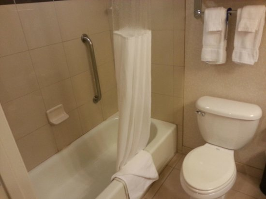 Best Western Plus Marina Gateway Hotel: Bathroom