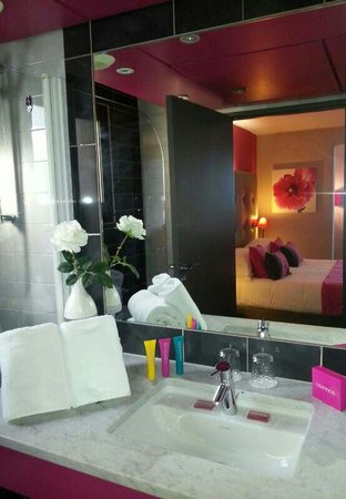 Hotel Cezanne : Salle de bains de la suite...
