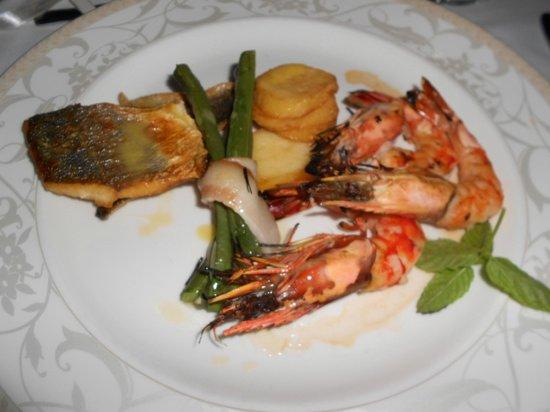 Constantinou Bros Asimina Suites Hotel: Hmmm délicieux !