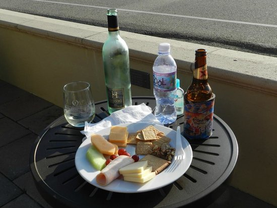 Blue Dolphin Inn : Our own private happy hour on the patio, every day