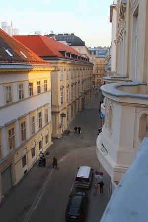 Steigenberger Hotel Herrenhof Wien: View from the room balcony