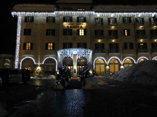 Grand Hotel Savoia: Отель вечером