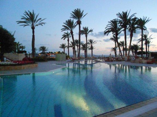 Constantinou Bros Asimina Suites Hotel: Sous le coucher du soleil : féerique !