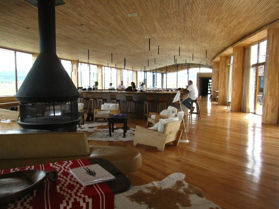 Tierra Patagonia Hotel & Spa : View from lounge/bar area toward the dining room