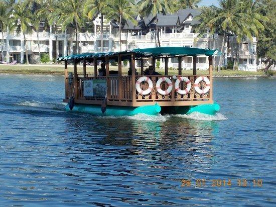 Dusit Thani Laguna Phuket: Трамвайчик в Лагуне