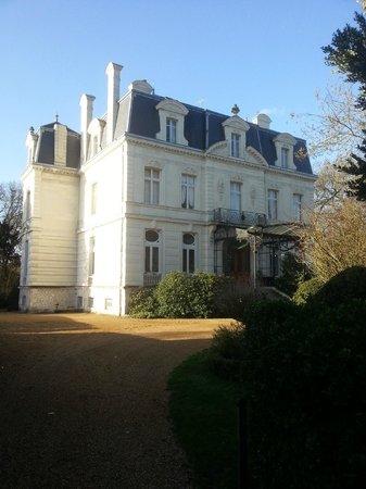 Chateau de Verrieres & Spa: 酒店外面