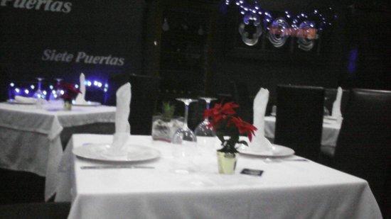 Restaurante Siete Puertas CB.: Decoracion de las mesas