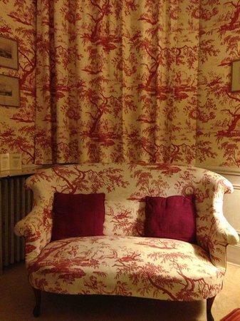 Chateau De Verrieres: 另一间客房,窗帘和沙发浑然一体