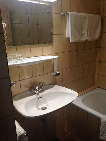 Hotel Sailer : The Bathroom