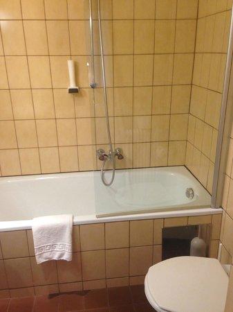 Hotel Sailer : The Bathtub