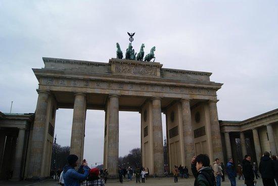 Mauermuseum - Checkpoint Charlie : Brandenburg gate