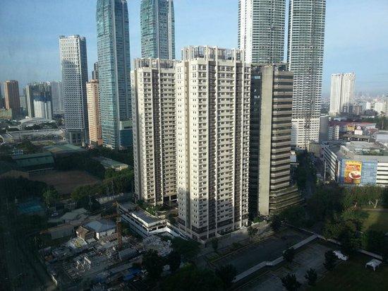 The Linden Suites: вид из окна