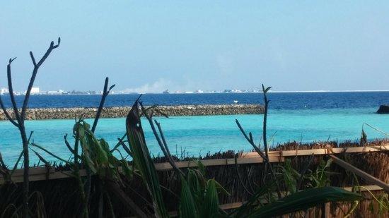 Centara Ras Fushi Resort & Spa Maldives : View of smoking Rubbish Island