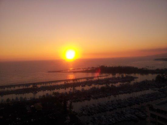 Ilikai Hotel & Luxury Suites : view from lanai ( 25th floor )