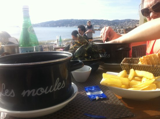 Plage le Trident Plage : Moules frites extra!