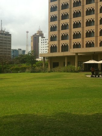 Mövenpick Royal Palm Hotel Dar es Salaam: back of the hotel walk or jog here