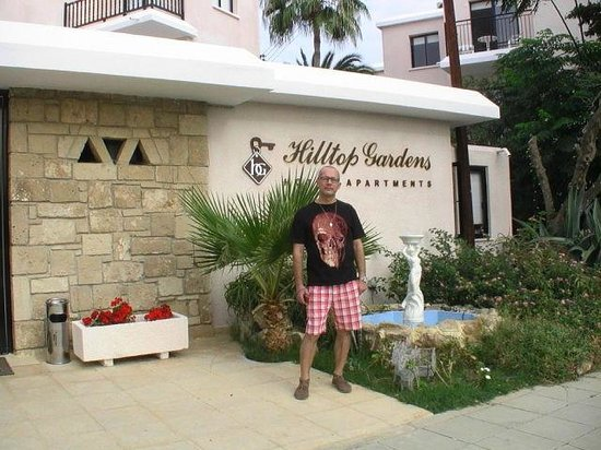 Hilltop Gardens Hotel Apartments : Вход