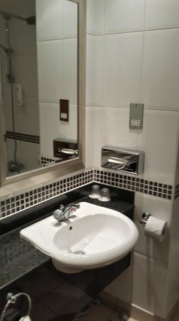 Holiday Inn Leeds Garforth: HI Garforth - Bathroom